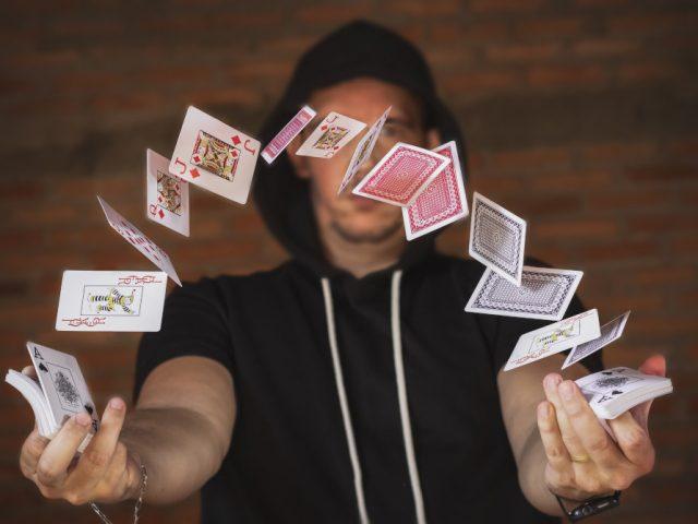 Associer un magicien close-up à une fête
